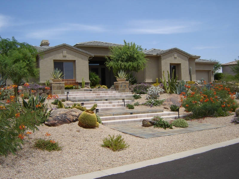 Phoenix Xeriscaping: Gorgeous Front Garden with Natural Stone Sidewalk